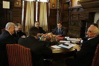 18 marzo 2009, il presidente russo, Dmitrij Medvedev (al centro), riceve nella residenza di Barvikha (Mosca) l'allora presidente moldavo, Vladimir Voronin (primo a sinistra), ed il leader della Transnistria, Irog Smirnov (primo a destra)