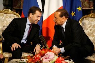 Il Presidente russo, Dmitrij Medvedev, e il premier italiano, Silvio Berlusconi
