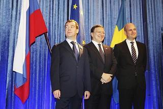 Il Presidente russo, Dmitrij Medvedev, il presidente della Commissione europea, José Manuel Barroso, e il premier svedese, Fredrik Reinfeldt, presidente di turno dell'Ue