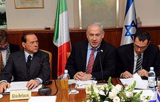 Il Presidente del Consiglio, Silvio Berlusconi, con il premier israeliano, Benjamin Netanyahu