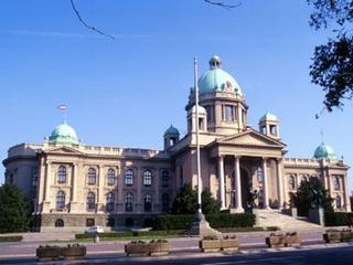 Un'immagine del parlamento di Belgrado