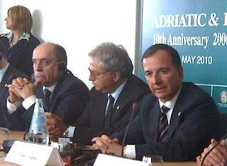 (Da destra) il ministro degli Esteri italiano, Franco Frattini,  il governatore della regione Marche, Gian Mario Spacca, e il ministro degli Esteri montenegrino, Milan Rocen