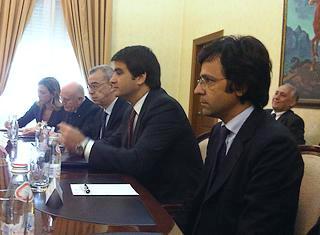 Il ministro per i Rapporti con le regioni, Raffaele Fitto ( al centro), e il coordinatore del Pore, Ernesto Somma (in primo piano)