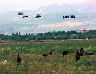 Elicotteri Nato durante la guerra del Kosovo del 1999