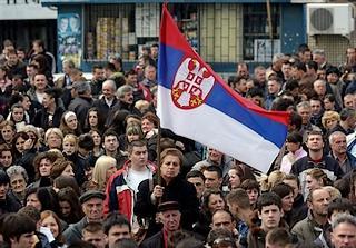 Cittadini serbi manifestano a Kosovska Mitrovika