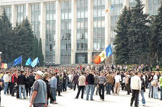 Un'immagine delle manifestazioni anticomuniste dell'aprile 2009 a Chisinau
