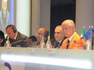 Roberto Formigoni al tavolo della presidenza
