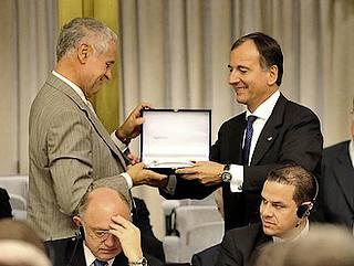Il presidente della Regione Lombardia, Roberto Formigoni, con il ministro Frattini