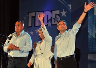 Il premier bulgaro Bojko Borisov, con la candidata vicepresidente, Margarita Popova, ed il vincitore delle presidenziali, Rosen Plevneliev