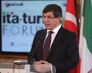 Il ministro degli Esteri della Turchia, Ahmet Davutoglu
