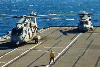 Elicotteri a bordo della portaerei Cavour