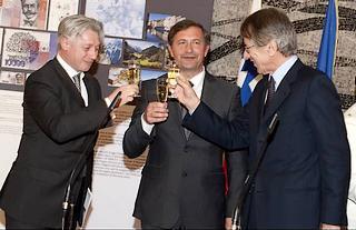 Da destra: il ministro degli Esteri Giulio Terzi, il suo omologo sloveno, Karl Erjavec, e l'ambasciatore di Lubiana a Roma, Iztok Mirosic