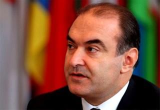 Il minisro degli Esteri albanese Edmond Haxhinasto