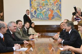 Il ministro degli Esteri italiano Giulio Terzi, con Nicolic a Belgrado