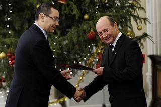 Ponta stringe la mano a Basescu