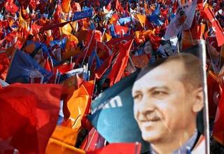 Sostenitori dell'Akp durante un comizio elettorale