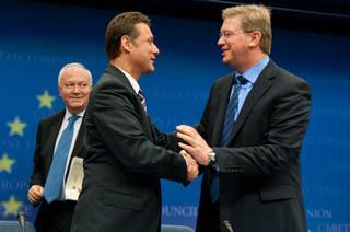 Il ministro degli Esteri della Spagna, Miguel Angel Moratinos, quello della Croazia, Gordan Jandrokovic, e il commissario all'Allargamento, Stefan Fuele
