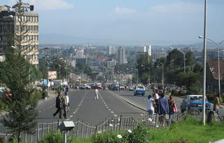 Una delle vie più moderne di Addis Abeba