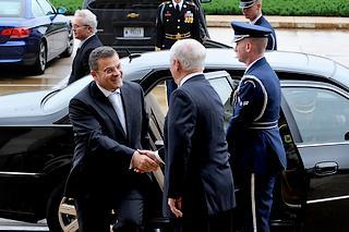 Il ministro della Difesa albanese, Arben Imami, ricevuto al Pentagono da Robert Gates