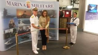 L'ambasciatore italiano a Muscat, Paola Amadei, a bordo della Cavour