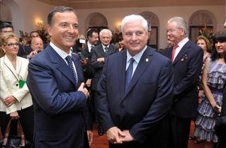 Il ministro degli Esteri, Franco Frattini, con il presidente della Repubblica di Panama, Ricardo Martinelli