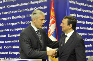 Il presidente serbo, Boris Tadic, e quello della Commissione europea,  José Manuel Barroso