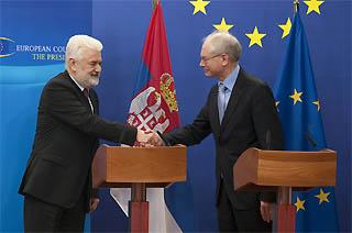 Il premier serbo, Mirko Cvetkovic, e il presidente del Consiglio dell'Ue, Herman Van Rompuy